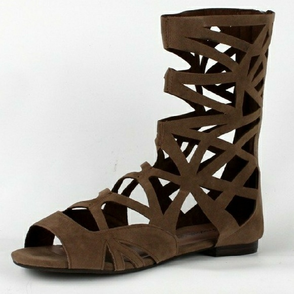a2e630c47e3 NIB taupe laser cut gladiator sandals